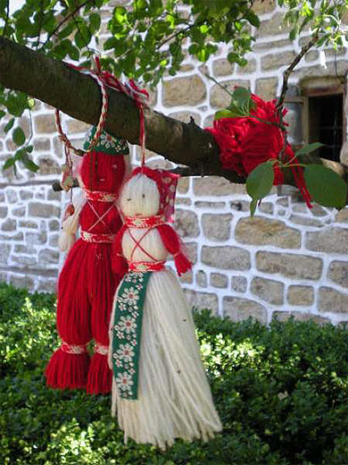 "La ""martenitsa""-unique tradition populaire au monde"