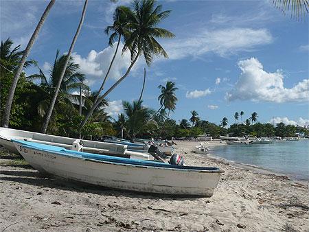 au bord de la mer plages mer bateaux transport bayahibe c te de la mer des antilles. Black Bedroom Furniture Sets. Home Design Ideas