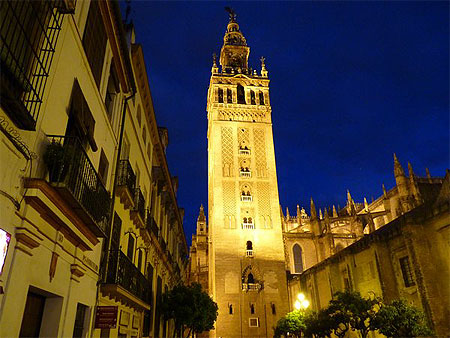 La Giralda de Séville by night