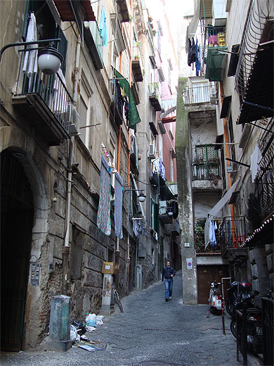 quartieri spagnoli napoli naples campanie italie. Black Bedroom Furniture Sets. Home Design Ideas
