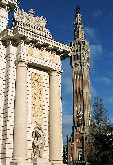 Beffroi et porte de Paris, place Simon Vollant, Lille