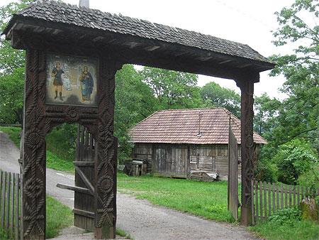 Surdesti proche d'église