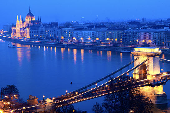 Le pont des Chaînes et le Parlement © MatBham