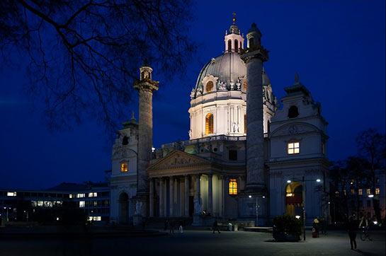 Karlskirche de nuit © François Darribehaude