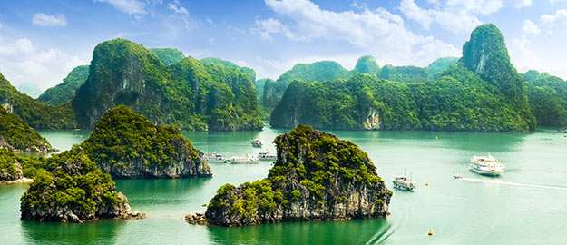 Les plus belles baies du monde. Photo : Baie d'Along. © cristaltran - Fotolia