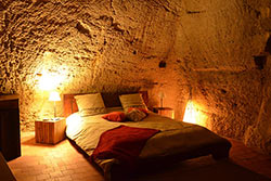 Dormir dans une chambre troglodytique © Farfadine & Troglos - S. Lainé