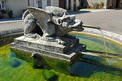 Fontaine de la Peûte-Bête à Aujeurres © OTSI Pays de Langres - Jean-François Feutriez