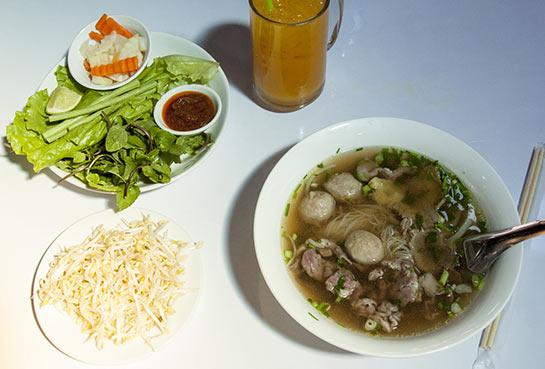 Soupe pho à Vientiane © Dominique Roland