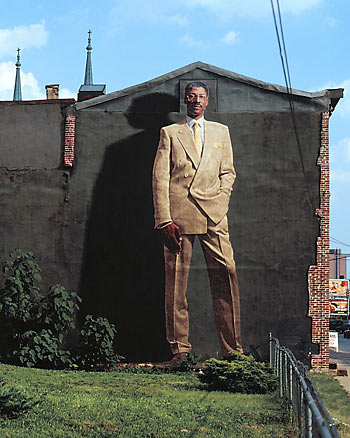 Dr. J de Kent Twitchell © Jack Ramsdale / City of Philadelphia Mural Arts Program