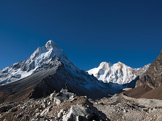 Vue sur le Shilling 6543 m et le Meru 6660 m © Mario Colonel
