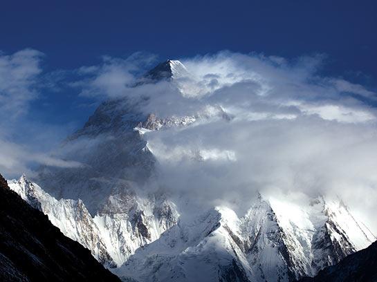 Le K2 8611 m depuis Concordia © Mario Colonel
