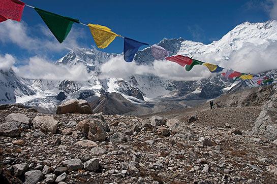 En montant aux lacs Karts, vue fabuleuse sur le Lhotse et l'Everest © Mario Colonel
