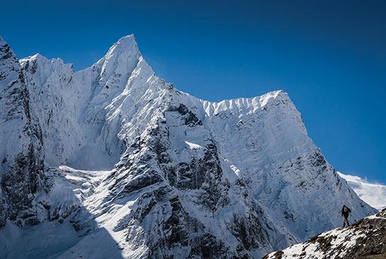 Un sommet sans nom plâtré de neige © Jocelyn Chavy